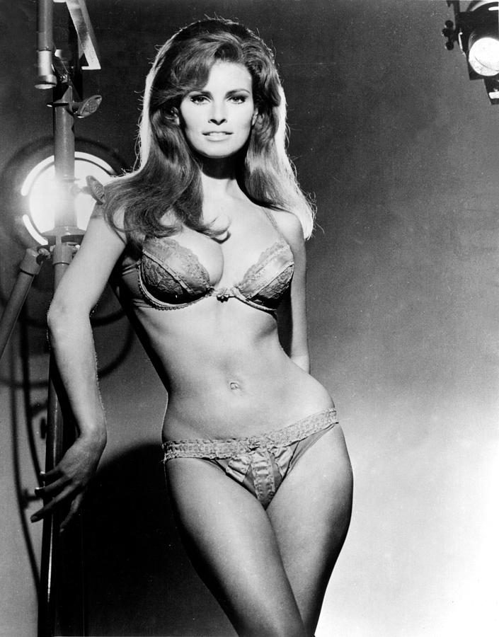 http://images.fineartamerica.com/images-medium-large/raquel-welch-portrait-from-the-film-everett.jpg